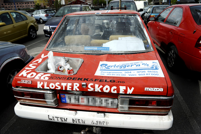 Nasjonaldagen vår er den siste dagen hvor russen går med de røde, blå og sorte buksene. Kanskje er det siste reis for denne bilen også?