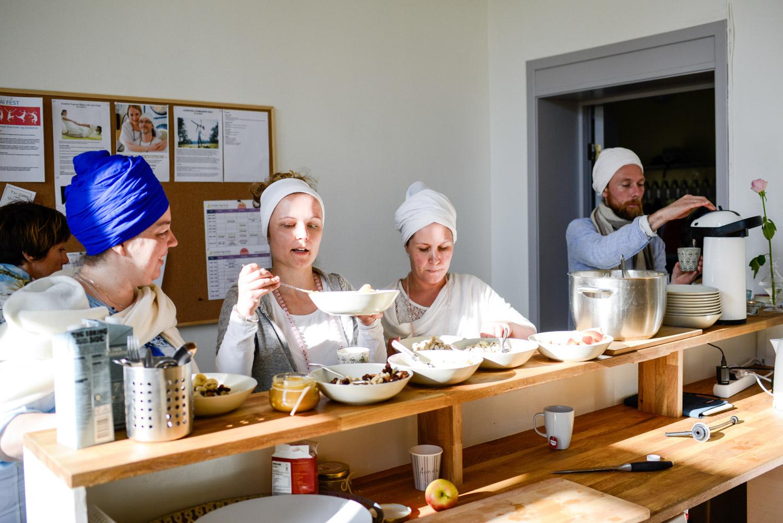 Kundalini Yoga Skolen, Senter for bevegelse, helse & bevissthet i Oslo. Bilder til hovedsak i Vårt Land. Journalist: Vilde Blix Huseby FOTO: JOAKIM S. ENGER --- Bildet er kun til bruk i Vårt Land, nett og papiravis. Bildet kan ikke gis bort eller videreselges til tredjepart uten etter avtale med fotografen. Bildet skal alltid, uansett bruk, krediteres med FOTO: JOAKIM S. ENGER Manglende byline, helt eller delvis, vil føre til estra gebyr. ---