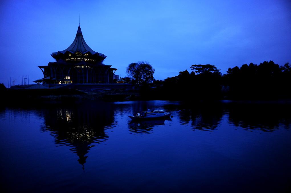 Kveldsstemning langs elva.