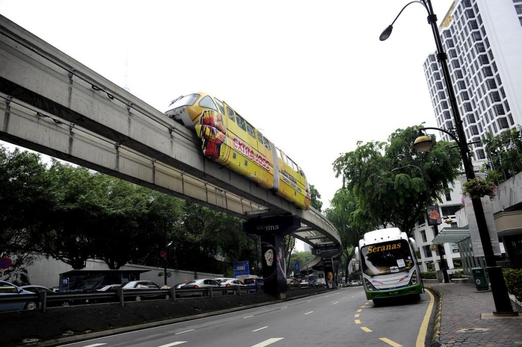 KL metrorail. T-bane som ikke går under bakken, men over bakken. Kjekk greie.