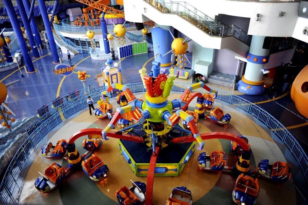 Dette er inne fra Times Square kjøpesenter. De har en egen Theme Park. Den er over 3 etasjer, og passer nok kanskje for de minste. Men vi måtte jo inn å se :-)