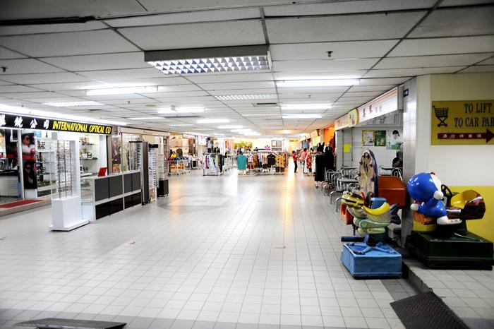 Kjøpesenter i Miri. Ganske tomt og kjipt egentlig. Men fint å ha, var så innmari varmt ute, og inne er det aircondition.