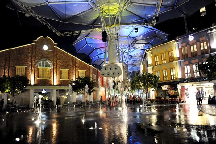 Clarke Quay. Det hippe strøket i byn med restauranter, barer og utesteder. Ganske artig sted. Anbefales for de som har tenkt seg til Singapore.