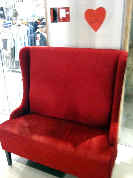 Sofa-stol på kjøpesenter i Fagernes. (mobilfoto)