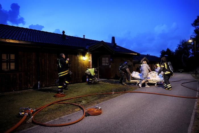 Natt til onsdag gikk alarmen ved Krogshavn omsorgssenter. En leilighet står i brann og en eldre dame blir reddet ut. Brannen var påsatt og en person er pågrepet.