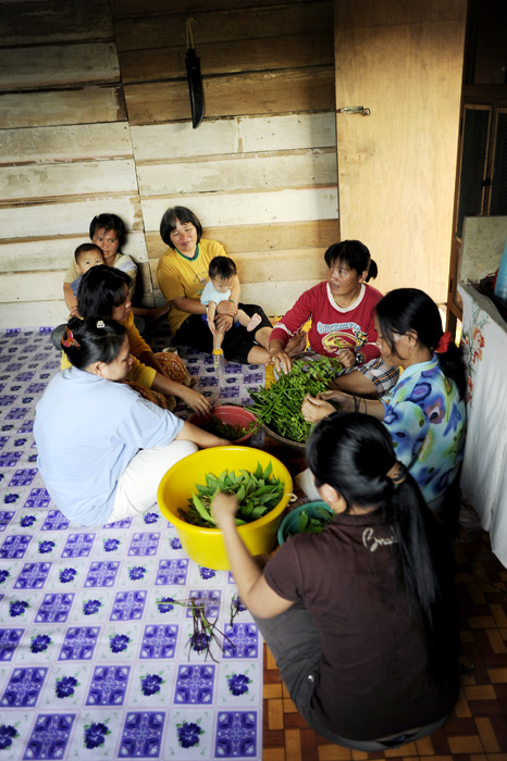 All the penan women gather to make dinner. Usually they sit on the flore.