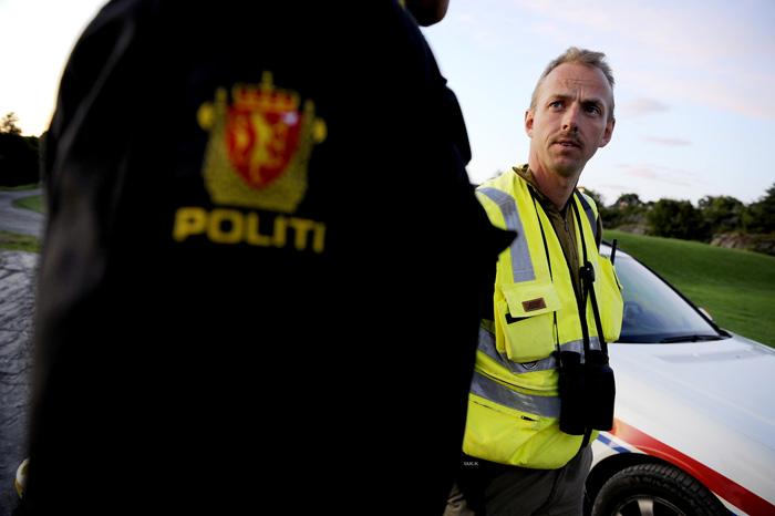 Formann i Bamble viltnemnd, Torstein Dahl i samtale med politiet.