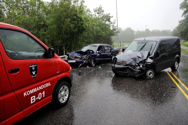 Trafikkulykke torsdag morgen ved Sundbysenteret i Bamble.FOTO: JOAKIM S. ENGER